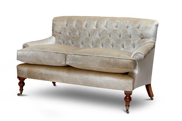 Высокие сидения на диване