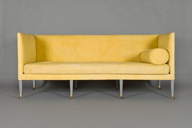 Желтый диван без подушек