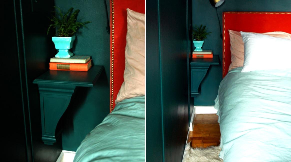 Угловая полка в спальне