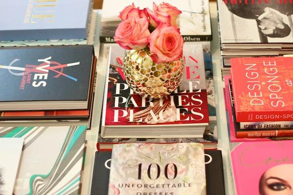 Книги на журнальном столике