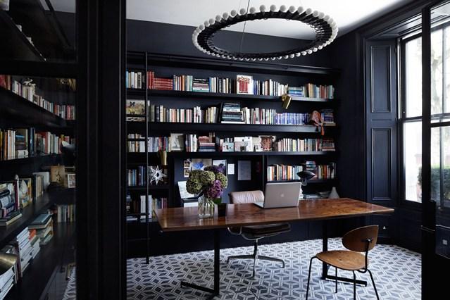 Черные полки для книг