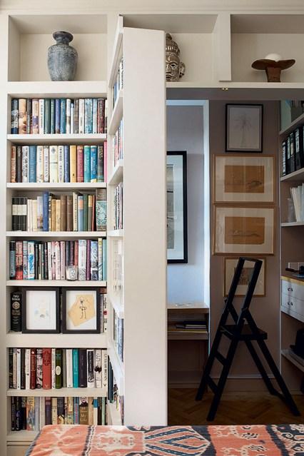 Скрытая дверь с книгами
