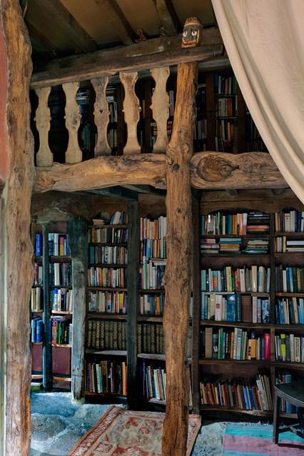Старинные полки для книг