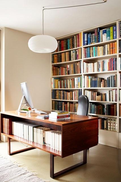 Стеллаж с длинными полками для книг