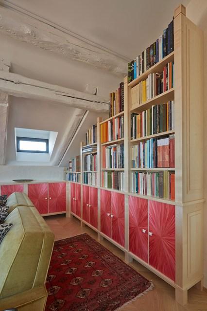 Стеллажи для книг на чердаке
