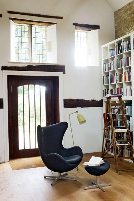 Стеллаж высоких размером для книг
