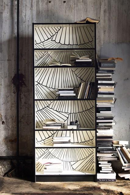 Узкий стеллаж для книг