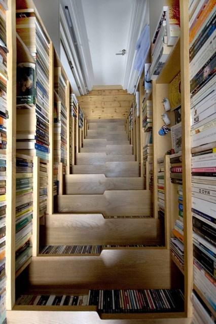 Лестничный подъем для книг