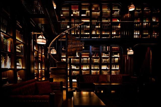 Домашняя библиотека с светодиодной подсветкой