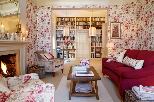 Комнатка со стеллажом для книг