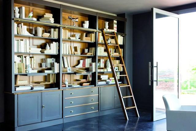 Высокий шкаф для книг