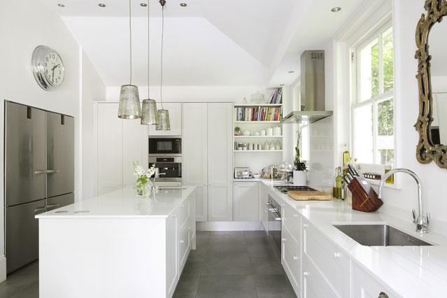 Полки для книг на кухне
