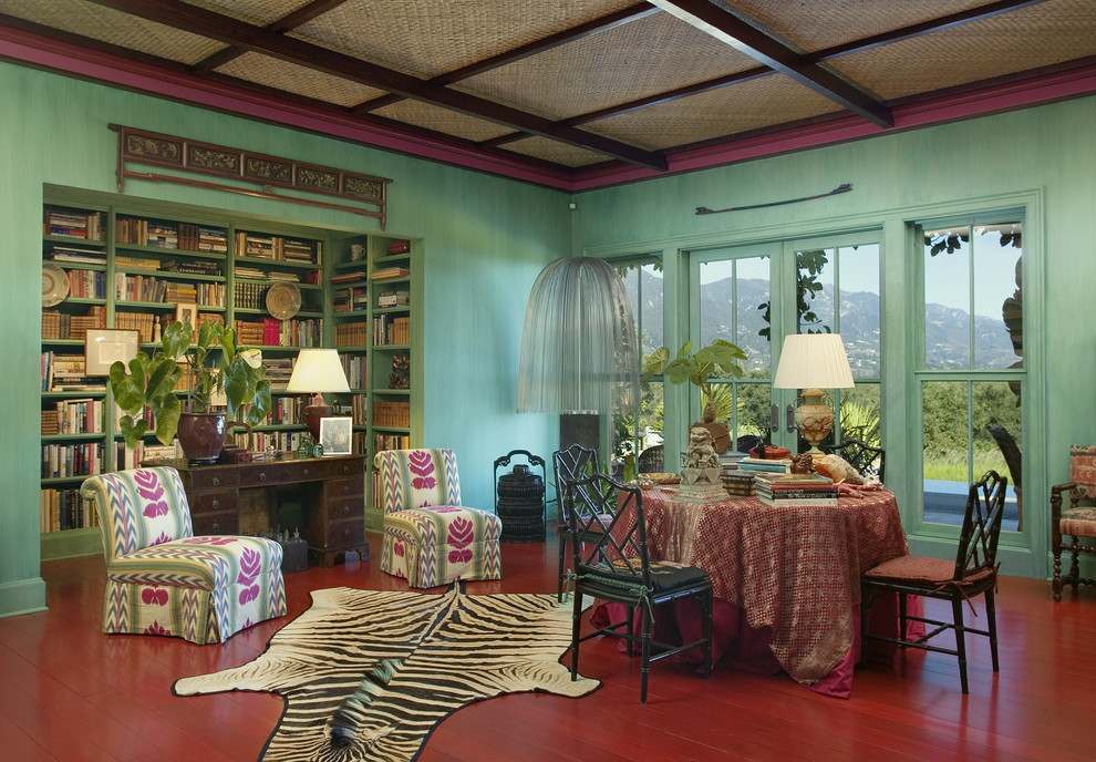 Домашняя библиотека в тропическом стиле