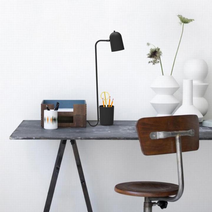 Оригинальный дизайн настольной лампы Buddy в чёрном цвете