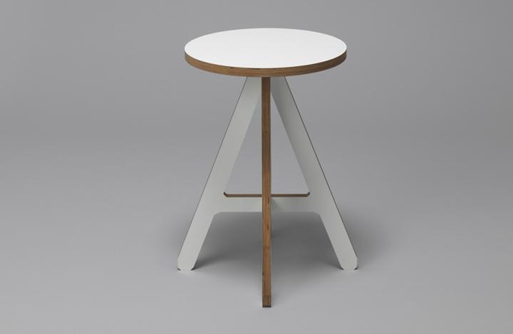 Белый деревянный стул The A от Alexander Swain