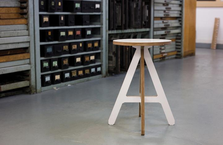 Круглая поверхность стула The A от Alexander Swain