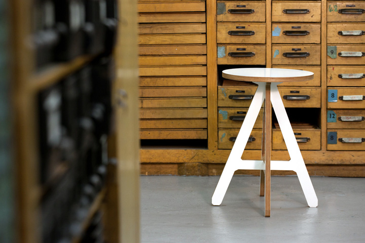 Белый стул The A от Alexander Swain