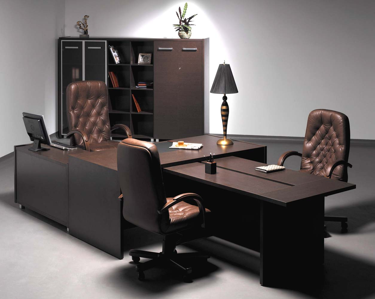Стол для работы и проведения переговоров