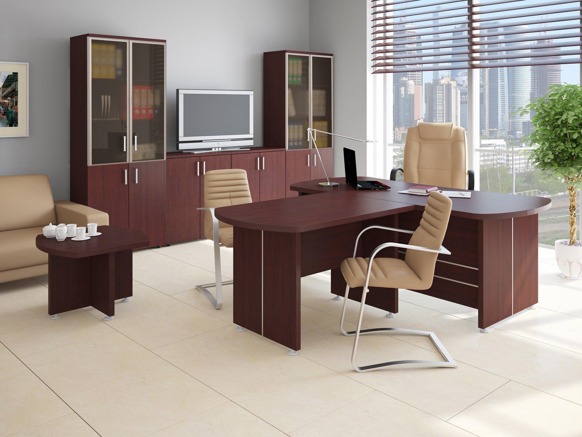 Шикарное кресло и стулья в офисе