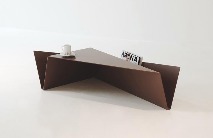 Геометрический журнальный столик Gorge от Рамея Кеума