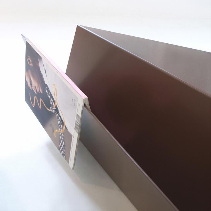 Журнал на столике Gorge от Рамея Кеума