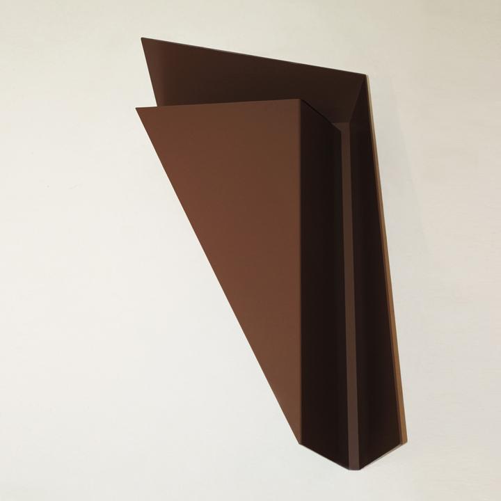 Коричневый журнальный столик Gorge от Рамея Кеума