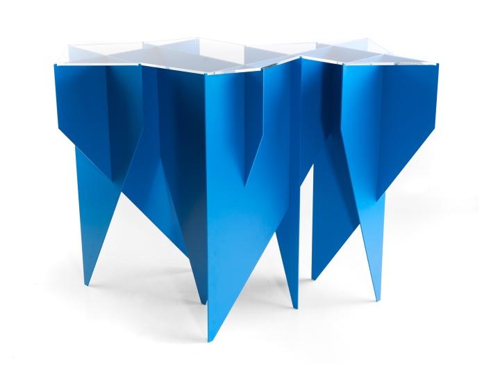 Стол синего цвета