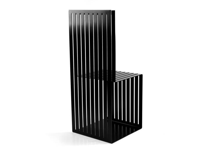Черный стул