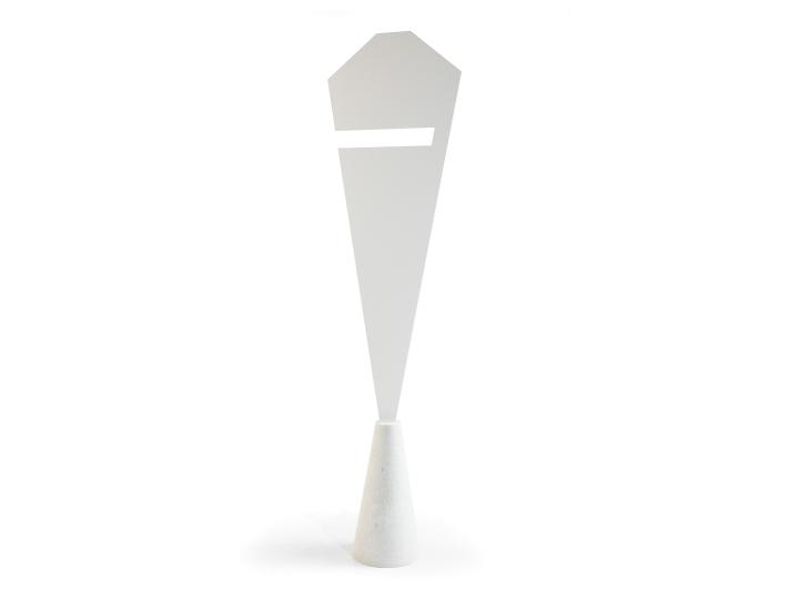 Белая бетонная основа предмета декора
