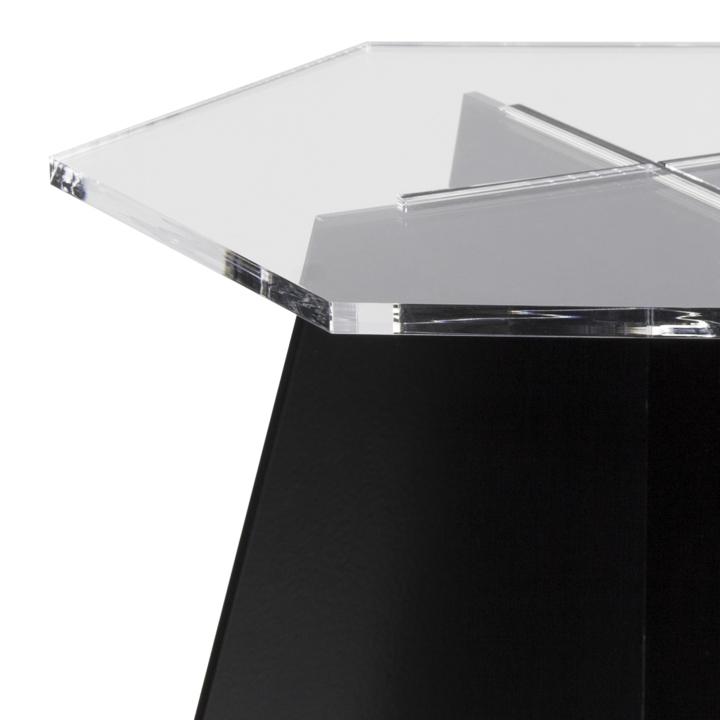Фигурное стекло у столика