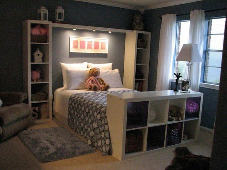 Кровать с книжными шкафами