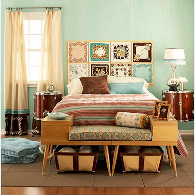 Оригинальная кровать с тумбочками