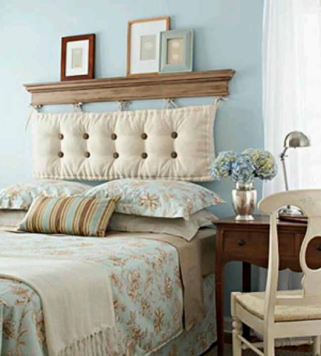 Многоцелевая спинка-стеллаж для кровати в узкой комнате