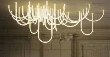 Струящийся свет в структуре люстры Les Cordes от Матье Леаньё