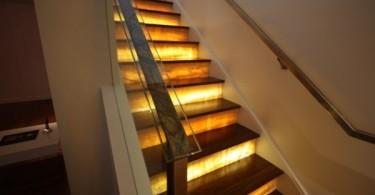10 завораживающих примеров освещения лестницы, для современных и классических интерьеров