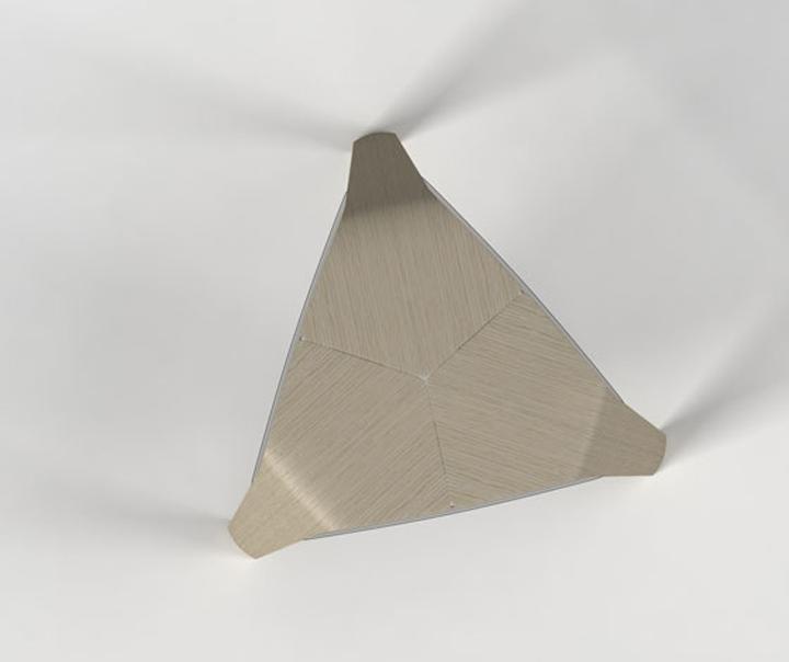 Треугольная табуретка