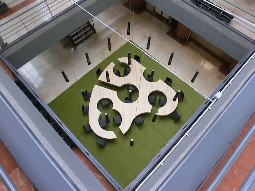 Необычная форма складного стола
