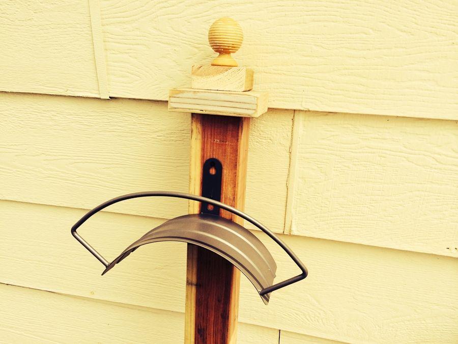 Вешалка для садового шланга