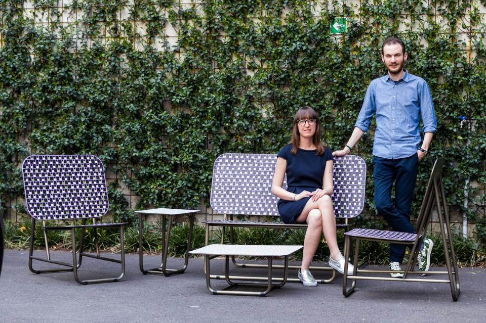 Даниэл Бортотто и Джоржиа Занеллато на скамейке собственного дизайна