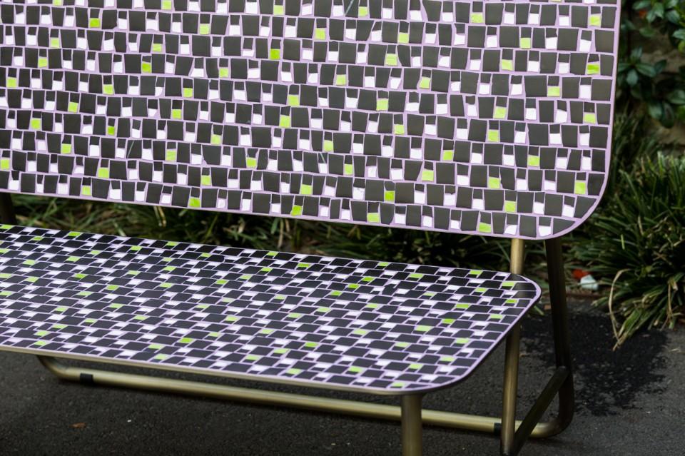 Даниэл Бортотто и Джоржиа Занеллато: уличная скамейка в мозаичной технике
