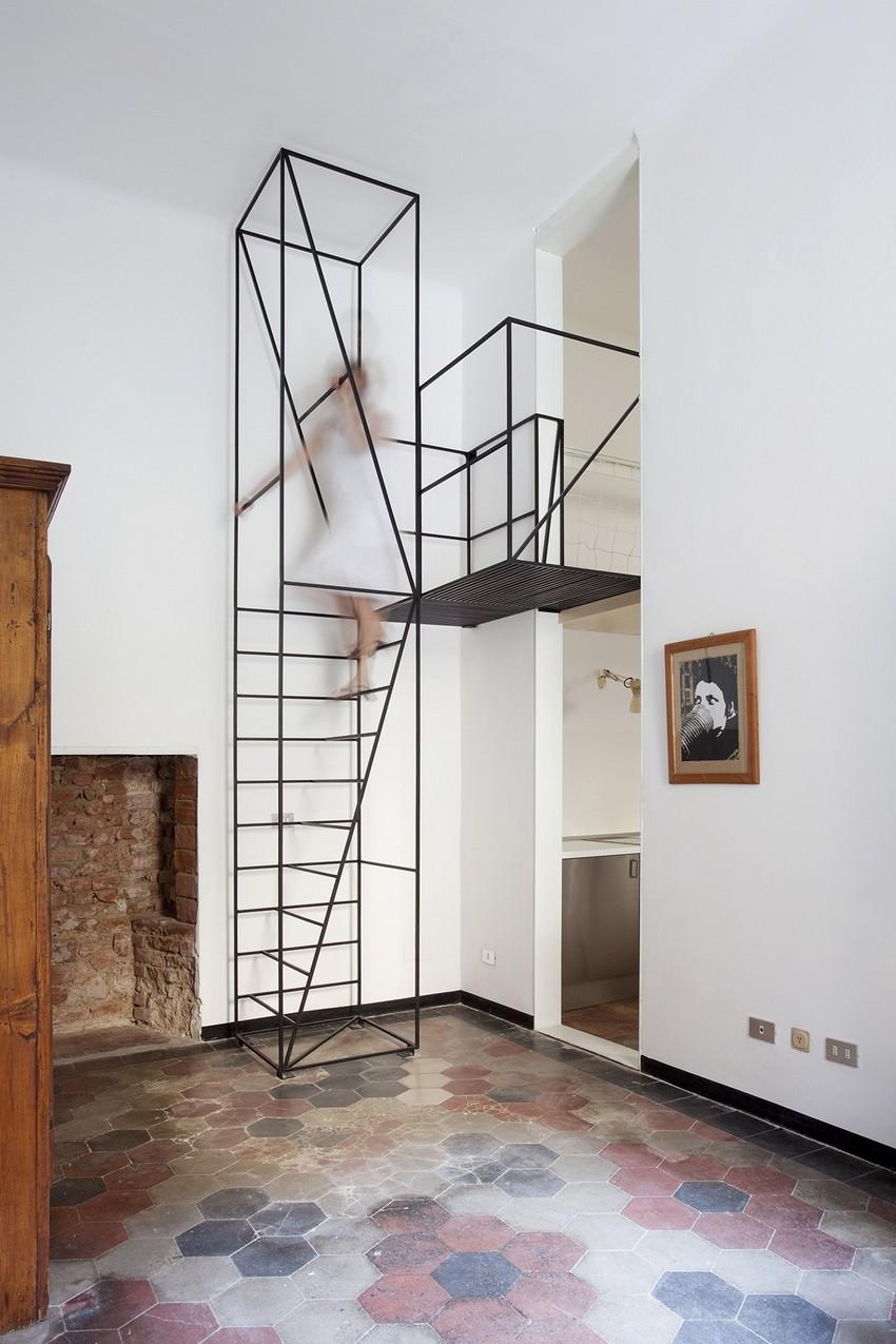 Металлическая лестница на второй этаж дизайн в частном доме