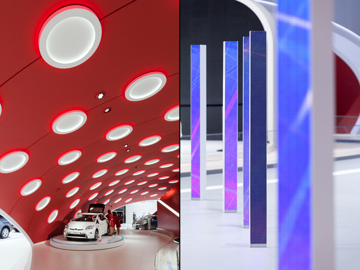 Красный потолок павильона на выставке