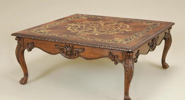 Деревянный журнальный столик в колониальном стиле