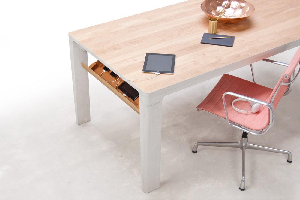 Функциональный письменный стол из дерева
