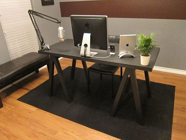 Минималистический стол для работы