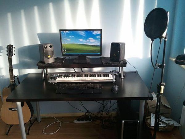 Современный стол для работы