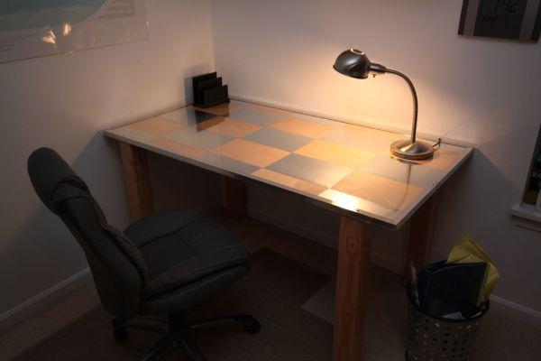 Рабочий стол с рисунком шахматного порядка