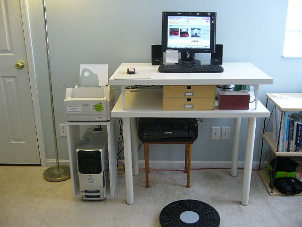 Белый стол для работы стоя