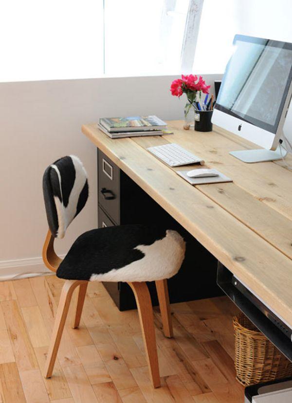 Деревянный стол с черной тумбой