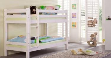 Красивая двухъярусная кровать в интерьере детской комнаты